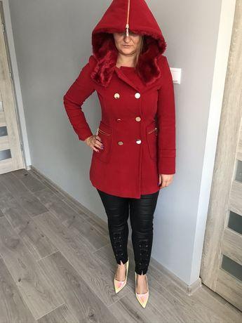 Czerwony miekki płaszcz z kapturem kieszenie dłuższy