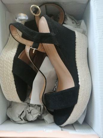 Sandały na koturnie nowe