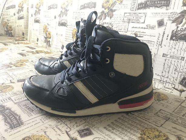 Зимові шкіряні кросівки, ботінки розмір 39