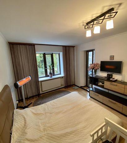 Продам 1 кімнатну квартиру на Небесної Сотні. А