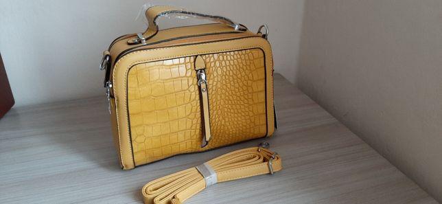 Żółta torebka wykonana z ekoskóry