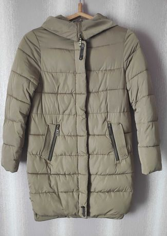 Зимнее пальто. Наполнитель синтепон.