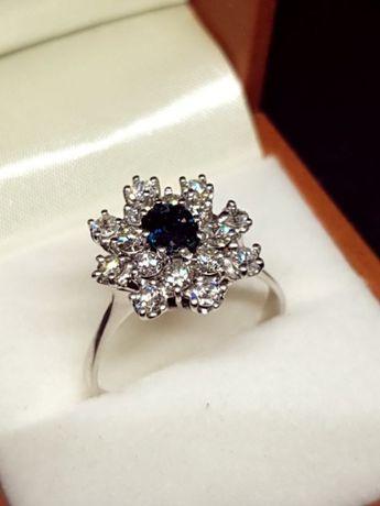 Złoty pierścionek z szafirem i diamentam