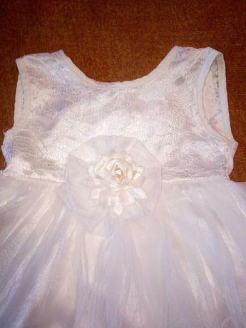 Продам нарядное платье на 3-6 месяцев