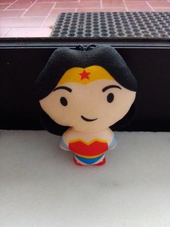 Brinde McDonald's Wonder Woman com caixa