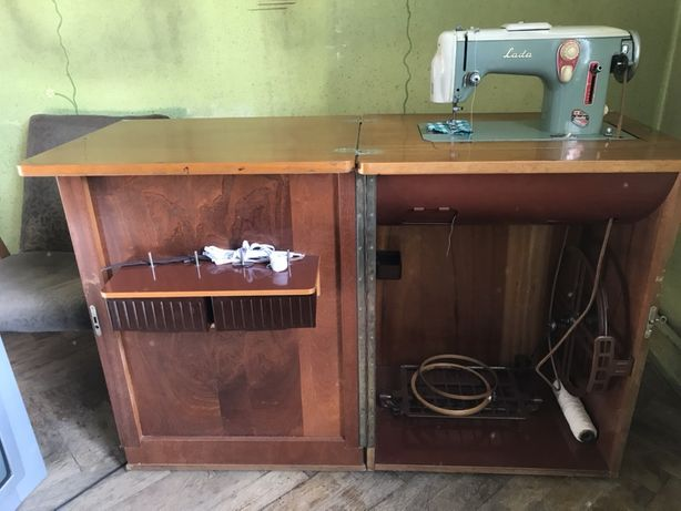 Чехословацька швейна машина Лада