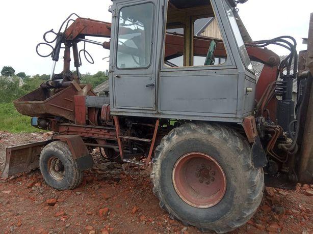 Трактор Карпатець.