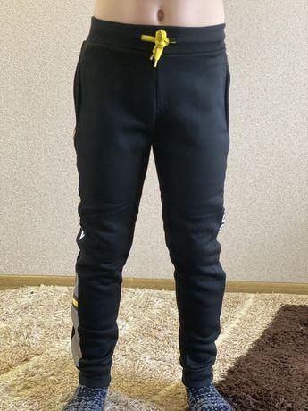 Спортивні штани для хлопчикіа