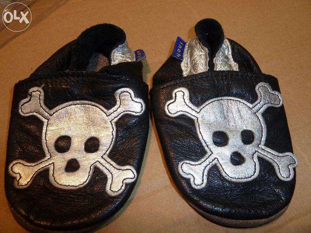 sapatinhos de bebé novos 0-6m