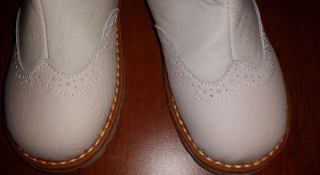 śliczne, białe KOZAKI ze skóry - Reserved, rozm.33, dł.wkł.20cm - NOWE