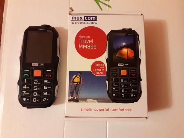 Telefon komórkowy MAXCOM z ładowarką