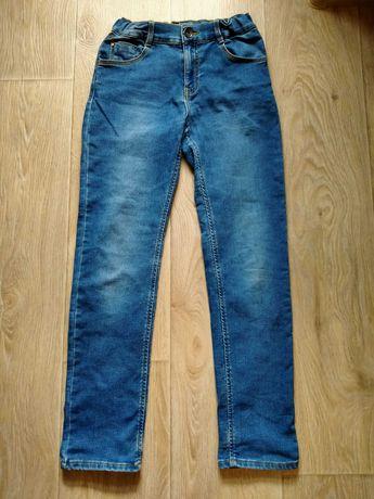 Стильные джинсы на мальчика размер-140