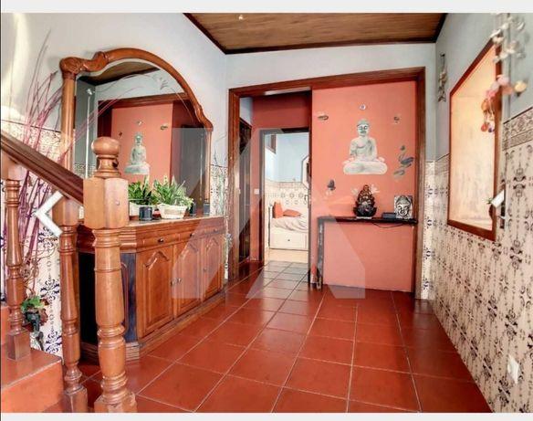 Vendo casa T2 habitável para restaurar