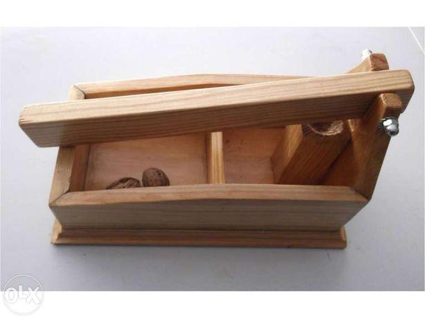Quebra nozes de madeira