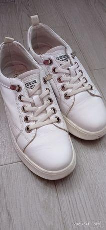 Білі шкіряні кросівки