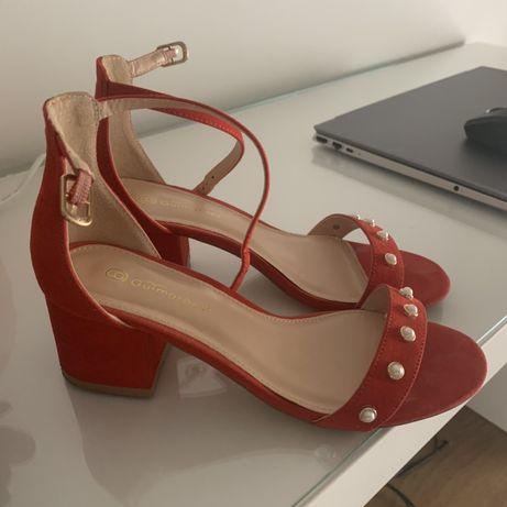 Sandalias vermelhas