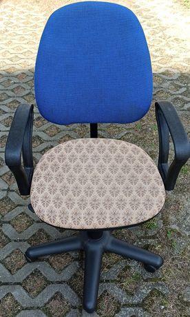 Krzesło obrotowe z regulacją wysokości