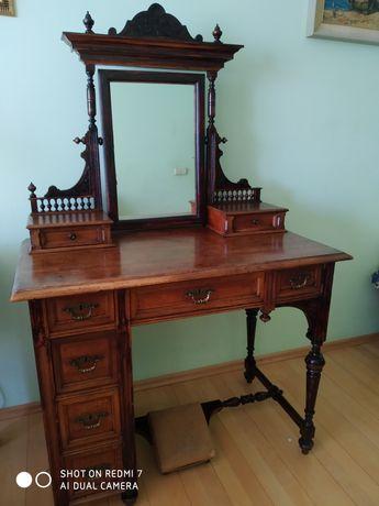 Столик - бюро (кінець 19 ст.) в хорошому стані ь.