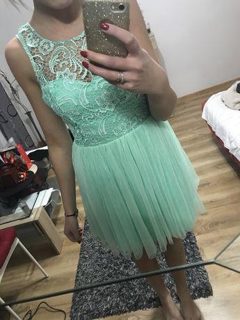 Sukienka miętowa Lipsy London tiulowa gipura