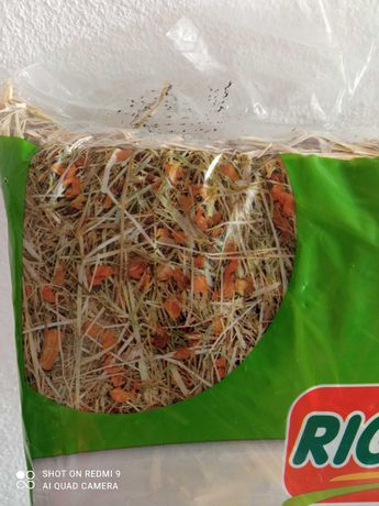Embalagem de feno com cenoura p/ pequenos roedores