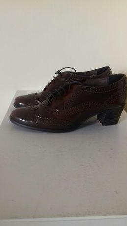 Взуття жіноче Туфельки лаковані темно коричневі