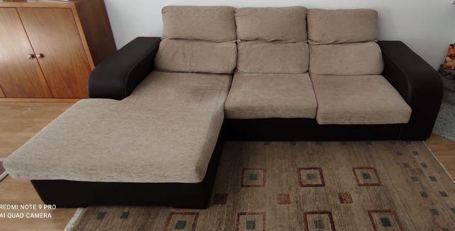 Sofá chaise long .