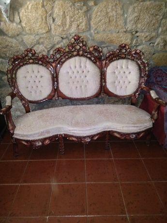 Sofá antigo para desocupar