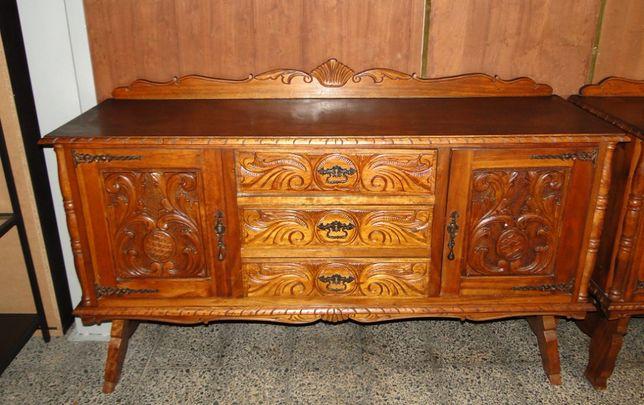 Aparador antigo em madeira trabalhada - óptimo estado