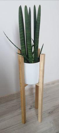 Drewniany, dębowy stojak na kwiaty