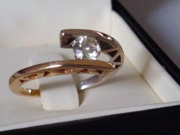 Złoty pierścionek 585 z brylantem 0,40ct