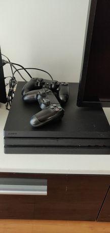 PlayStation 4 Pro 1TB + 2 Comandos originais + CyberPunk 2077