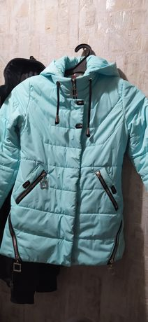 Продам подростковую деми куртку б/у в хорошем состоянии 38 размера.