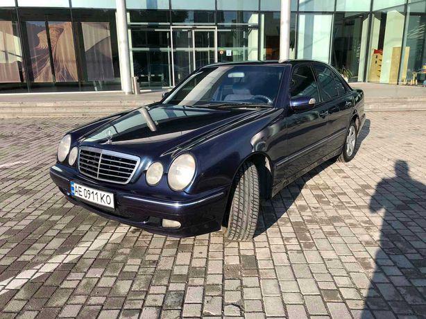 Автомобиль Мерседес W210