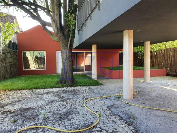Apartamento T1 ao Hospital S. João. (CASAS DA ÁRVORE) con...