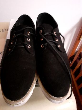 Sapatos pretos n49