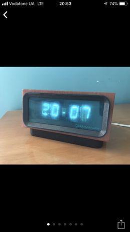 Часы старинные первые электроные  ссср