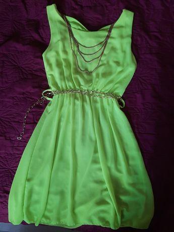 Літне плаття з вирізом на спині