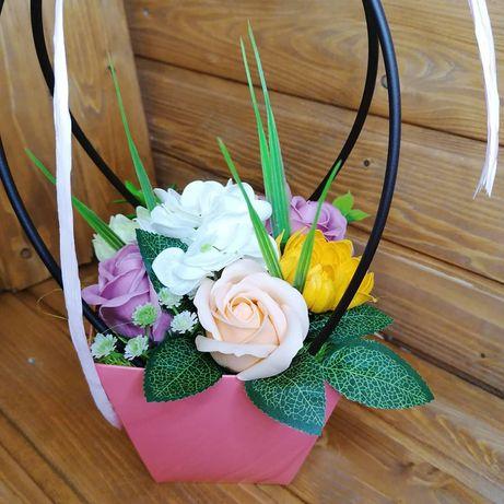 Кошики з мильними квітами