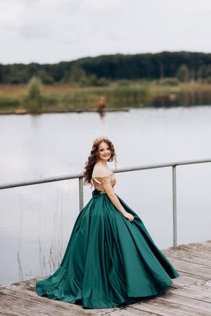 Вечірня сукня,дуже хороший стан)