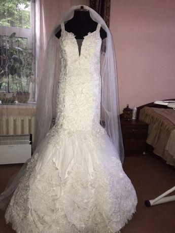 Продам весільну сукню розмір 44-46