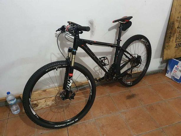 Bicicleta cube roda 29