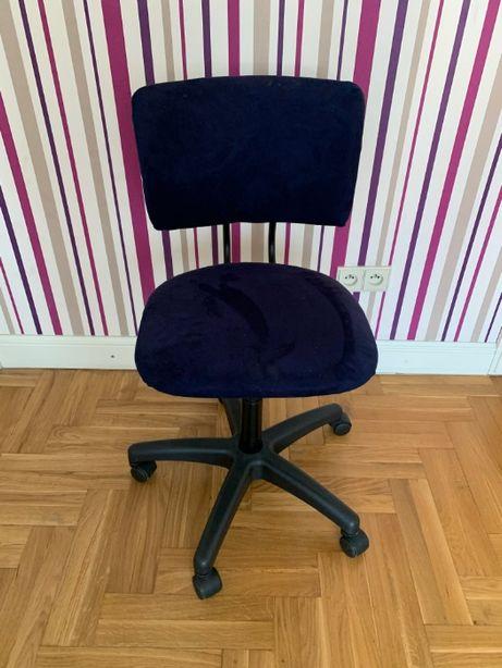 Krzesło dziecięce do biurka na kółkach obrotowe