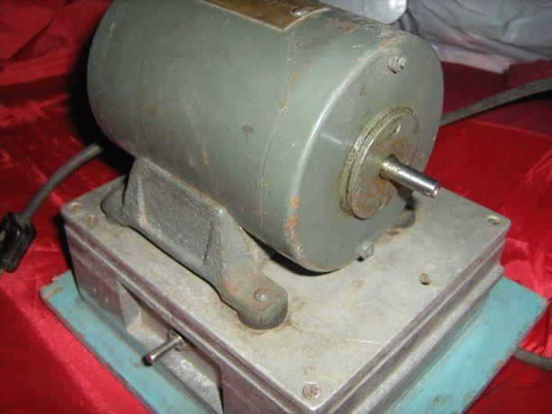 Электродвигатель ДТ-75 советский (точило )