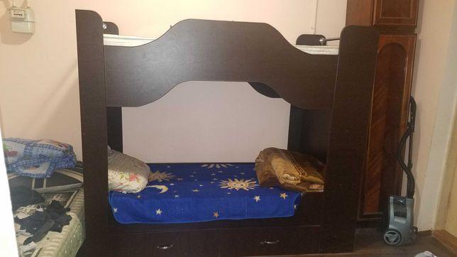 Дитяче двох спальне ліжко в гарнрму стані з двома шуфлядами. Торг