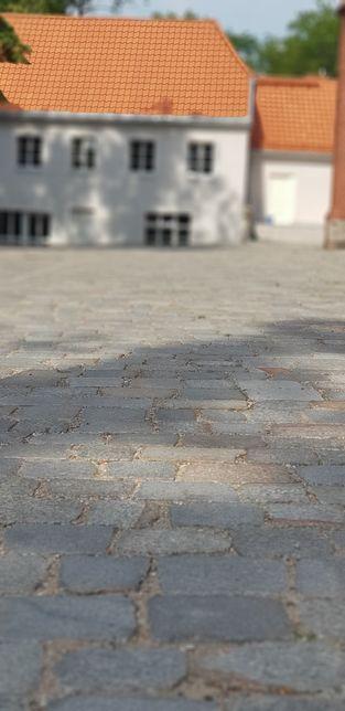 Kostka granitowa cięta starobruk bruk kocie łby kamien cięty polny