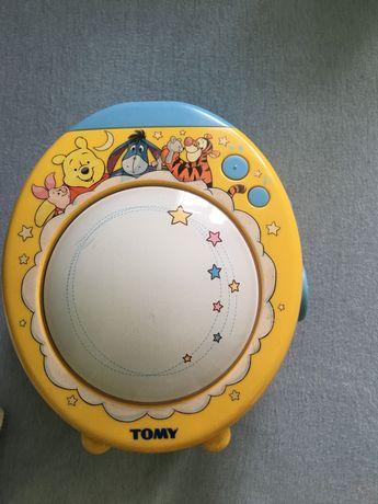 Pozytywka lampka  kubuś disney projektor Tomy