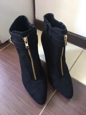 Ботинки замшь 40 р.