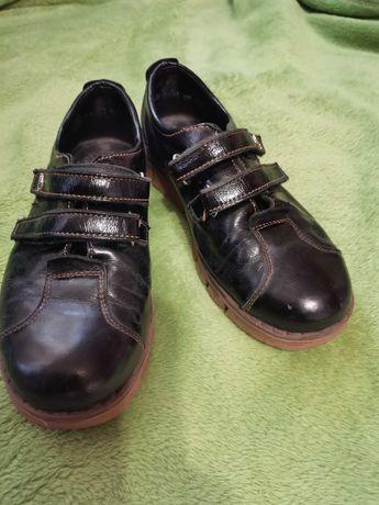 Чорные кожаные туфли