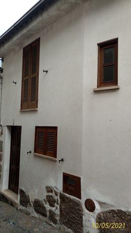 Arrenda-se moradia, na R. de S. Joaninho, zona histórica de SComba Dão