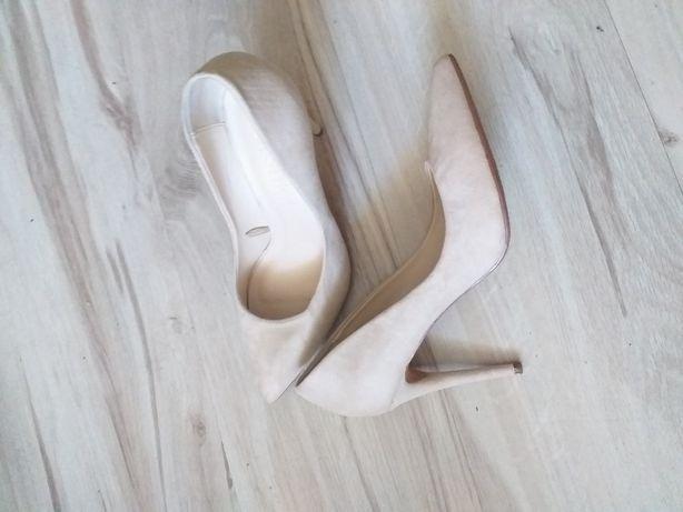 Piękne pantofelki Bershka
